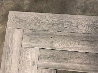 houtlook tegel visgraat taupe grijs