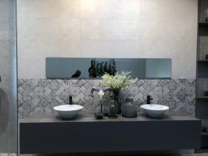 Het vormen van een oosters sfeertje in de badkamer kan leuk met schubben wandtegels of patchwork tegels