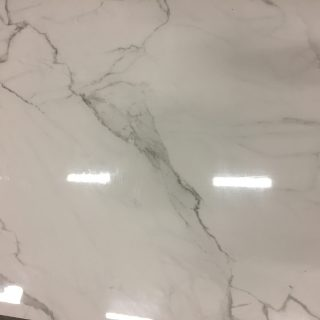 Gepolijst vloertegel marmerlook Carrara White