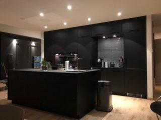 houtlook tegel DC 4 27x163 cm in de keuken en A71 op de wand bij de keuken